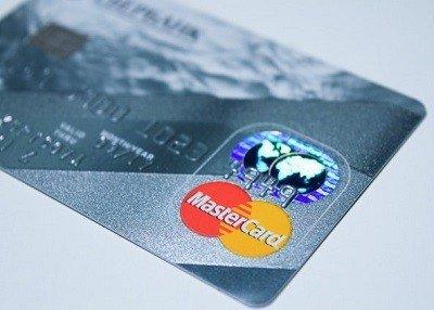 Kortin hankkimiselle on lukuisia hyviä syitä ja luottokortti opiskelijalle ei ole mikään ongelma, vaikka useimmat vaativatkin vähintään sivutuloja työn kautta
